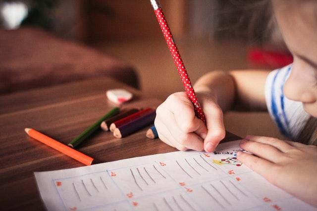 O desenvolvimento da escrita no método Montessori