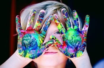 Como saber a hora certa de interferir nas atividades da criança?