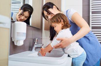 7 formas de incentivar hábitos de higiene para crianças