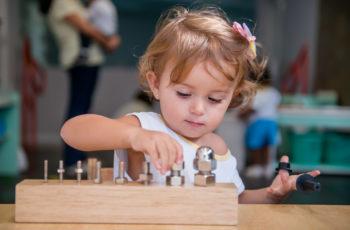 Atividades sensoriais que ajudam as crianças a aprender