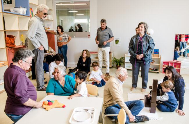 Converse com a sua família sobre Montessori