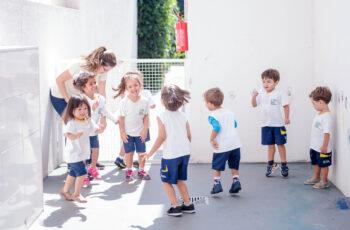 Como o Método Montessori ajuda seu filho a crescer socialmente?